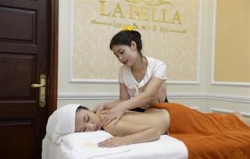 Khách hàng trải nghiệm dịch vụ chăm sóc da tại La Bella Beauty
