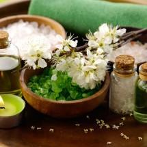 Đào thải độc tố bằng tinh dầu thảo dược và đá nóng